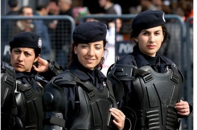Как выглядят девушки-военные в армиях разных стран мира