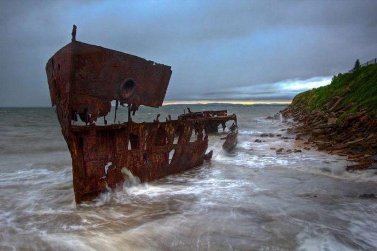Корабли-призраки: мистическая красота заброшенных лодок