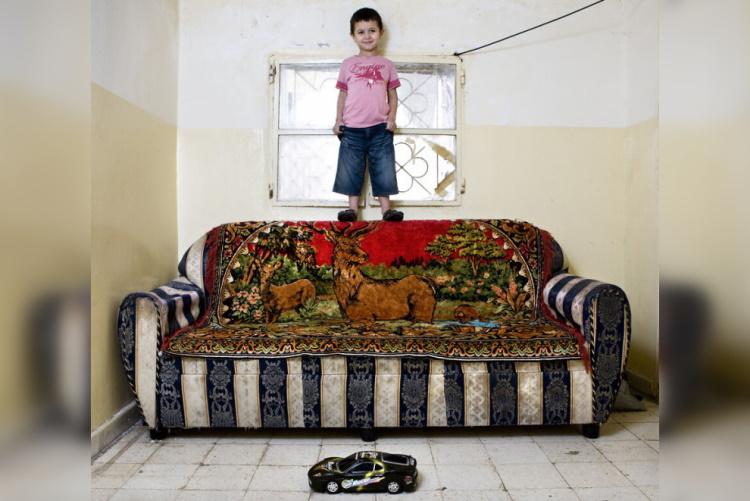 Игрушки, которыми развлекаются дети в разных странах: 30 контрастных фото