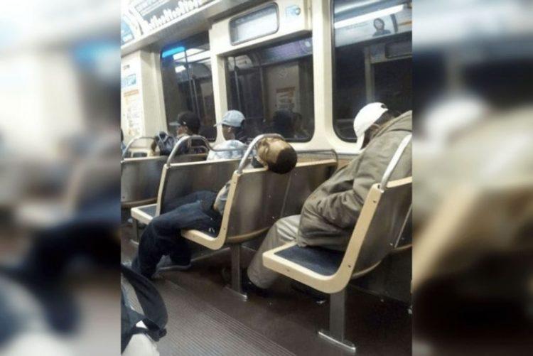 люди спят в странных местах